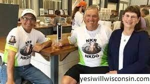 Pria yang Menyumbangkan Ginjalnya Kepada Orang Asing yang Bersepeda Melalui Newport Sunday Untuk Meningkatkan Kesadaran